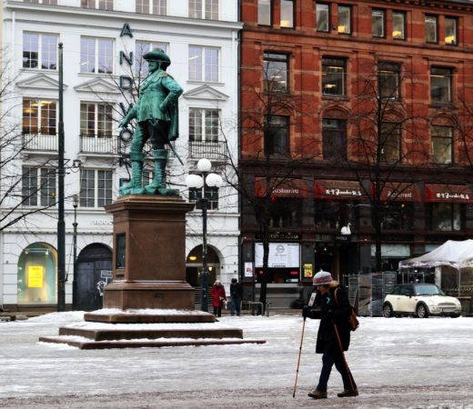 There are two flights, between the arriving and the departing aircraft I spent six hours in Oslo. It was the first time for me. I was walking. It was a really winter day.